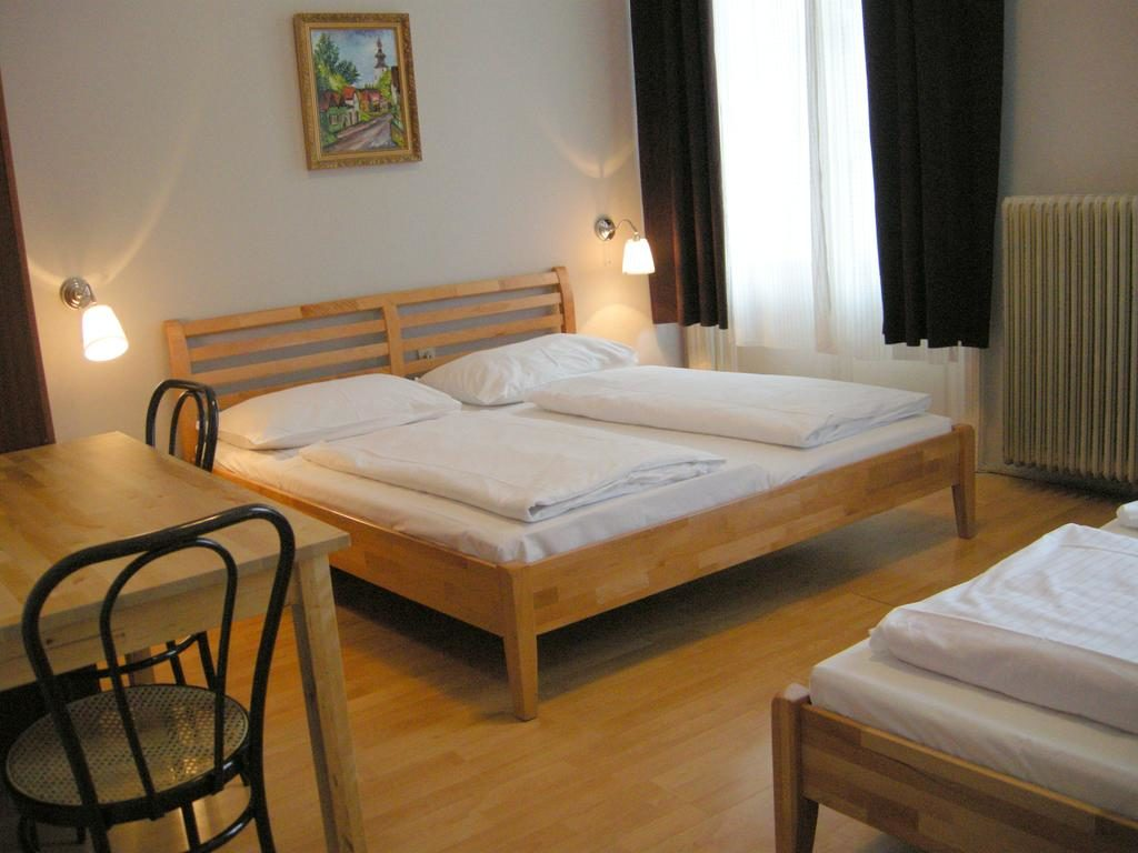 Отель Pension Schottentor в Вене