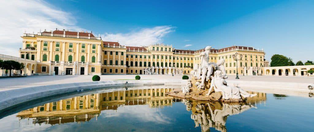Дворцовый комплекс Шёнбрунн в Вене